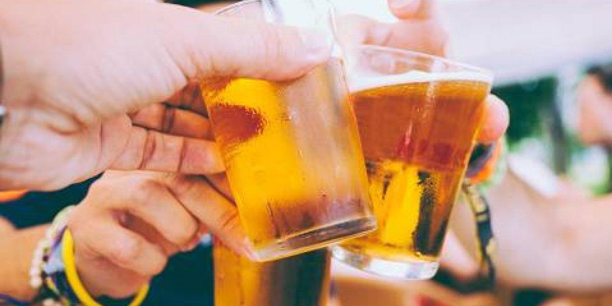 Cerveza: El consumo de esta bebida aumenta el tamaño de los pechos de las mujeres