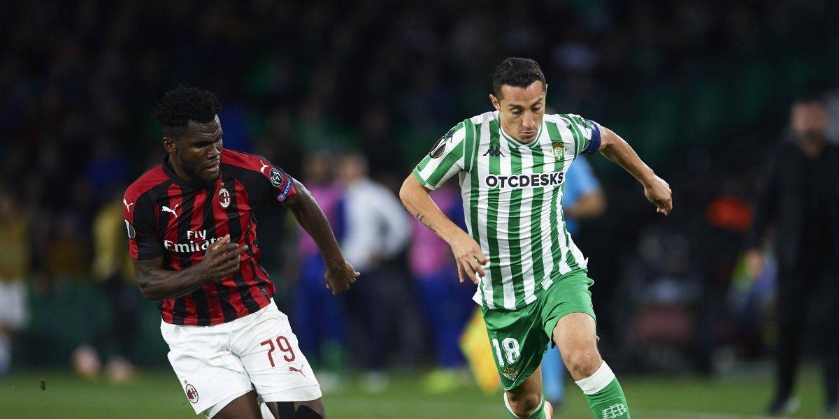 Guardado tuvo minutos con el Betis en el empate frente al Milan