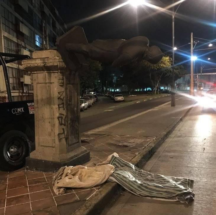 El hombre de 59 años intentó robar una estatua del escritor Manuel Payno Foto: Cortesía