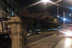policias-frustran-robo-estatua-en-paseo-la-reforma