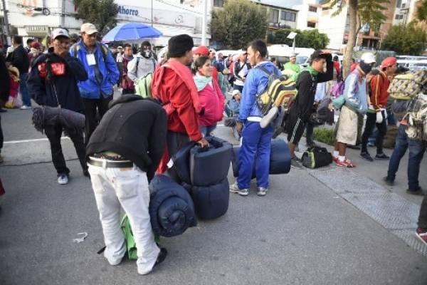 Parte de la caravana de hondureños sigue su viaje hacia EEUU.