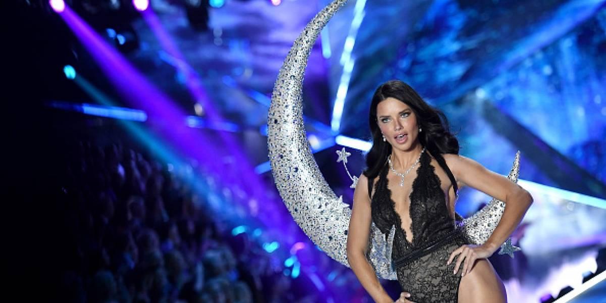 Las lágrimas de Adriana Lima al colgar 'sus alas' en el desfile de Victoria Secret