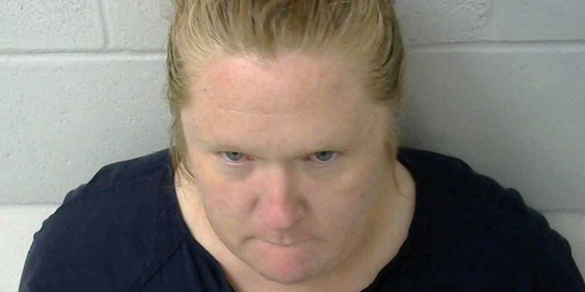 Mujer asesina a dos de sus hijos mientras dormían