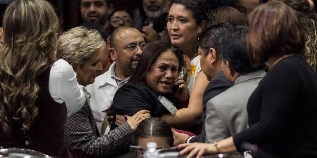 """Su hija recibió 9 balazos """"por error"""": la desgarradora llamada que cambió para siempre la vida de una diputada mexicana en plena sesión"""
