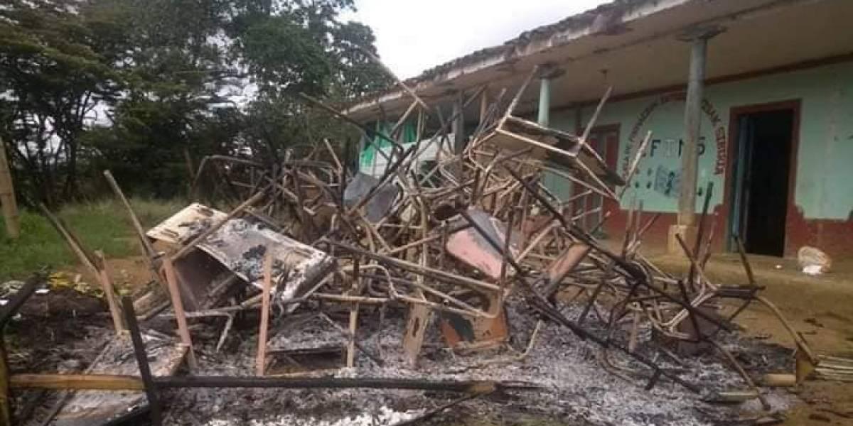 En el Cauca, niños indígenas no pueden estudiar porque sus pupitres fueron incinerados