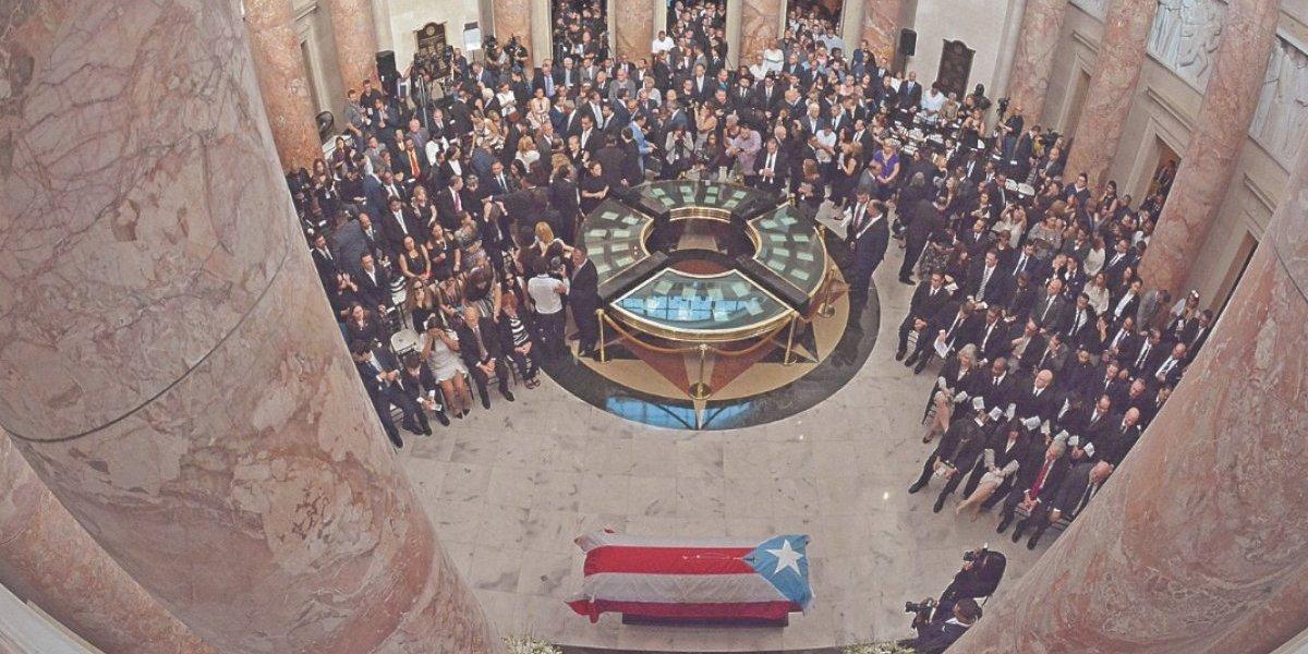 Clase política del país honra  a Héctor Ferrer en el Capitolio