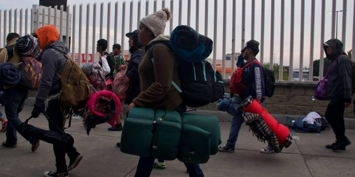 Caravana migrante llega a albergue en San Juan del Río
