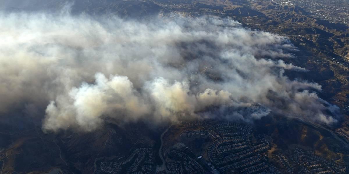 Celebridades también huyen de incendios en California