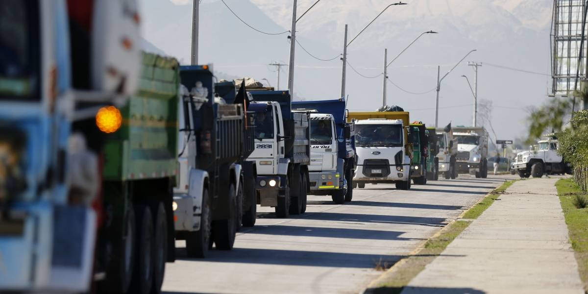 Grupos de todo el país se suman al ultimátum por precio del petróleo: crece peligro latente de un paro indefinido de camioneros