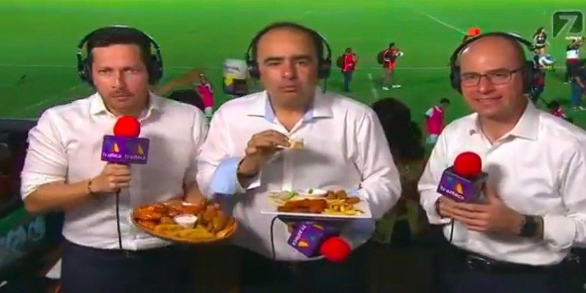 Durante la transmisión, los comentaristas de TV Azteca fueron insultados