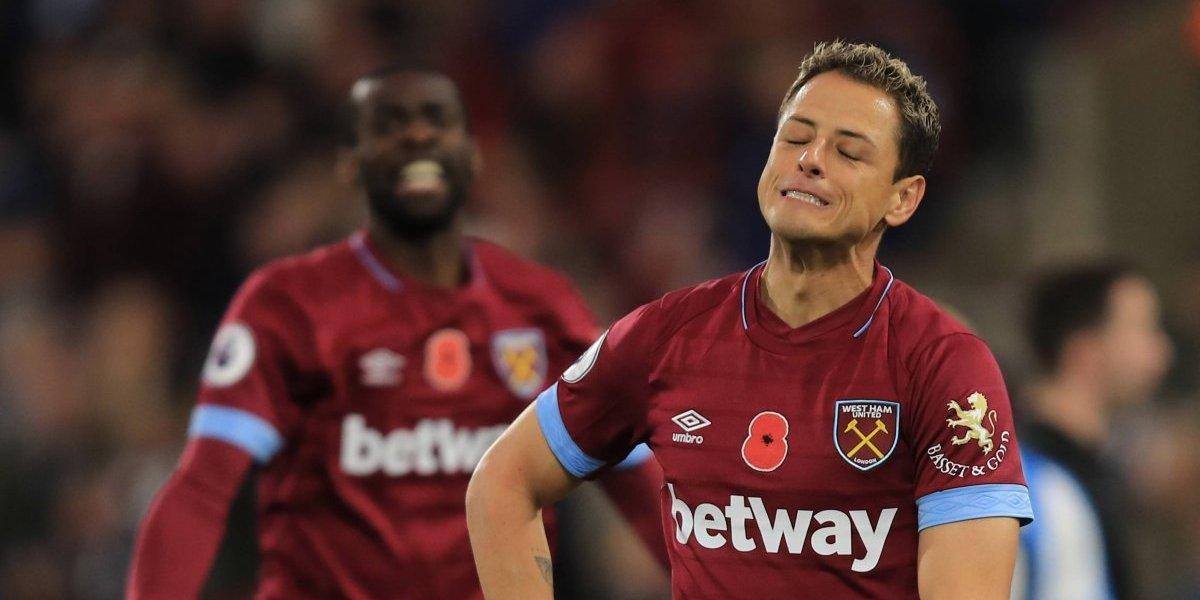 'Chicharito' tuvo minutos con el West Ham en el empate ante el Huddersfield