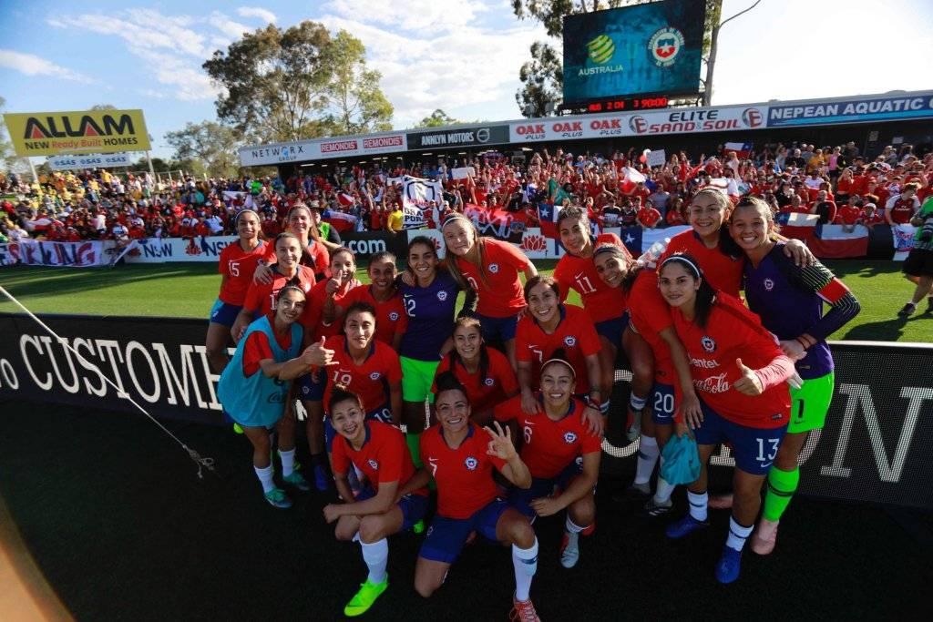 La Roja tuvo mucho apoyo de hinchas chilenos en su triunfo 3-2 sobre Australia en Penrith / Foto: @LaRoja