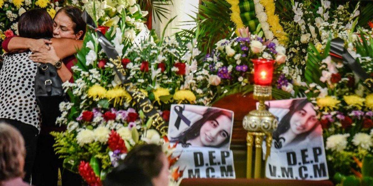 Funeral de Valeria Cruz es custodiado por policías y militares