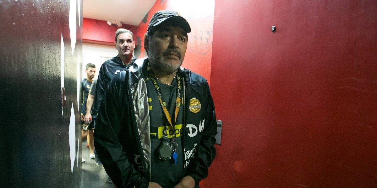 Maradona arremete en contra del arbitraje
