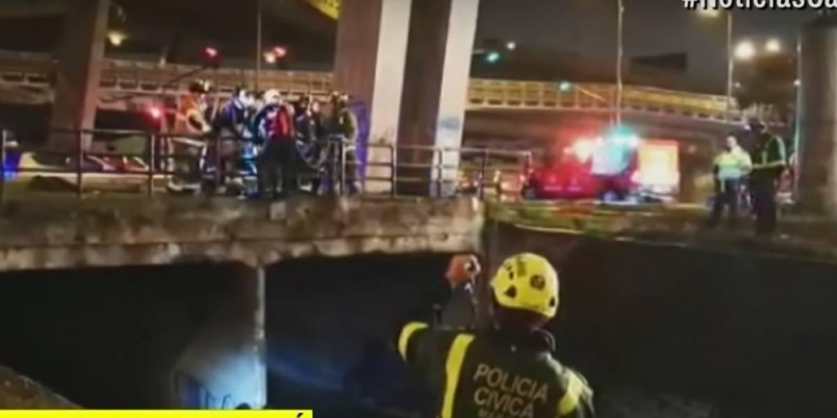 Rescatan tres habitantes de calle atrapados en caño por lluvias en Bogotá