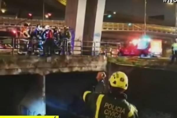 Rescatan tres habitantes de la calle atrapados en caño por lluvias en Bogotá