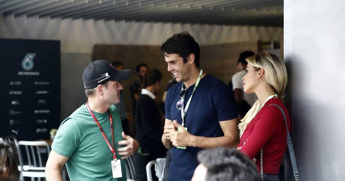 Rubens Barrichello e o meia Kaká se encontram no Padock Foto: André Porto / Metro Jornal