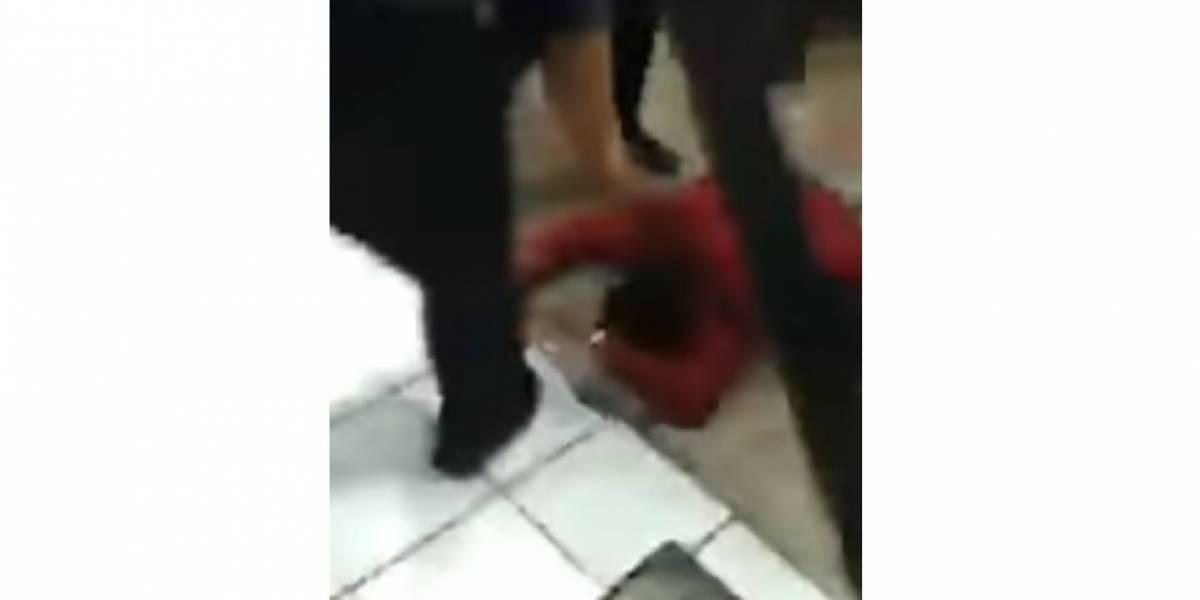 Captan brutal golpiza de policías a hombre en Indios Verdes