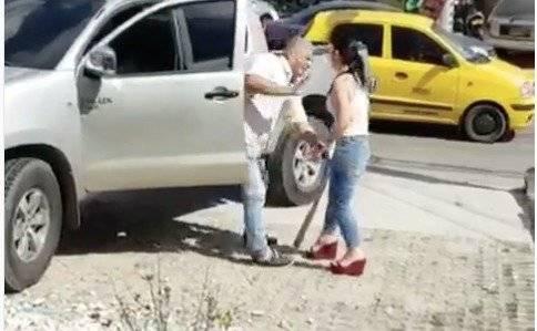 Enfrentó a la amante de su marido con un bate