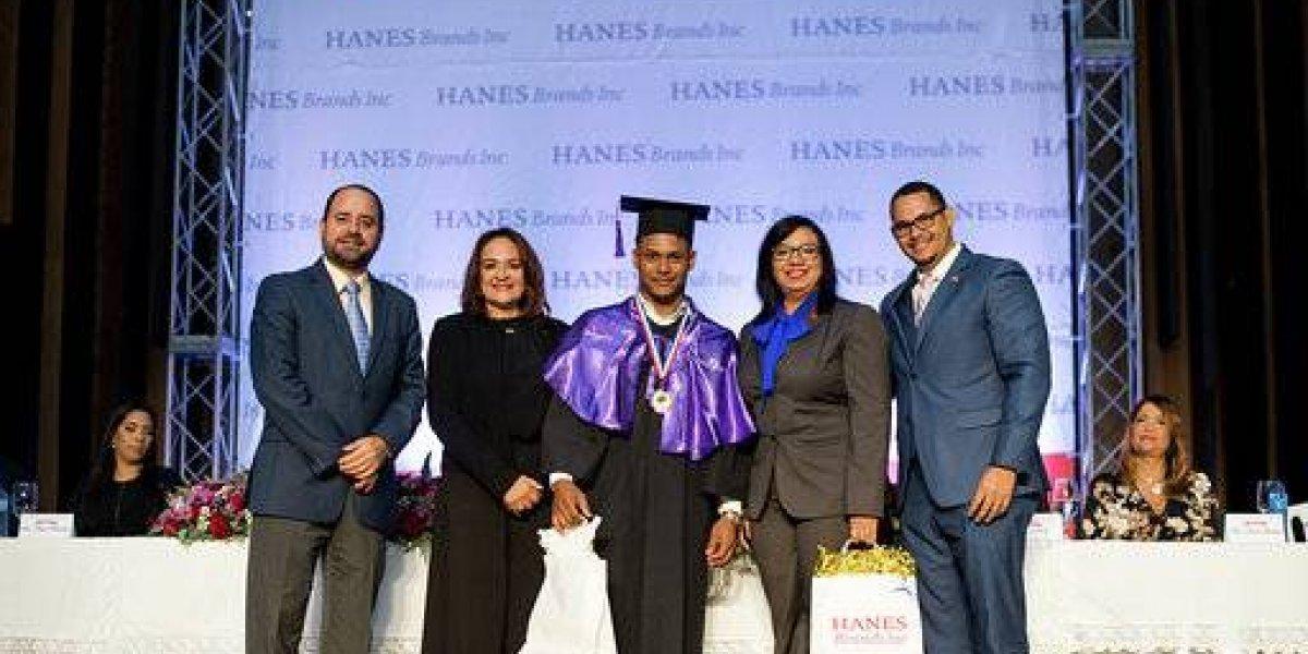 HanesBrands celebra segunda graduación de colaboradores