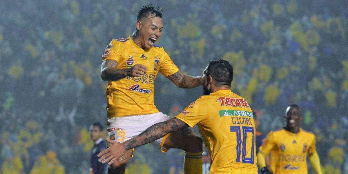 Eduardo Vargas deja atrás las polémicas con un doblete en apabullante goleada de Tigres