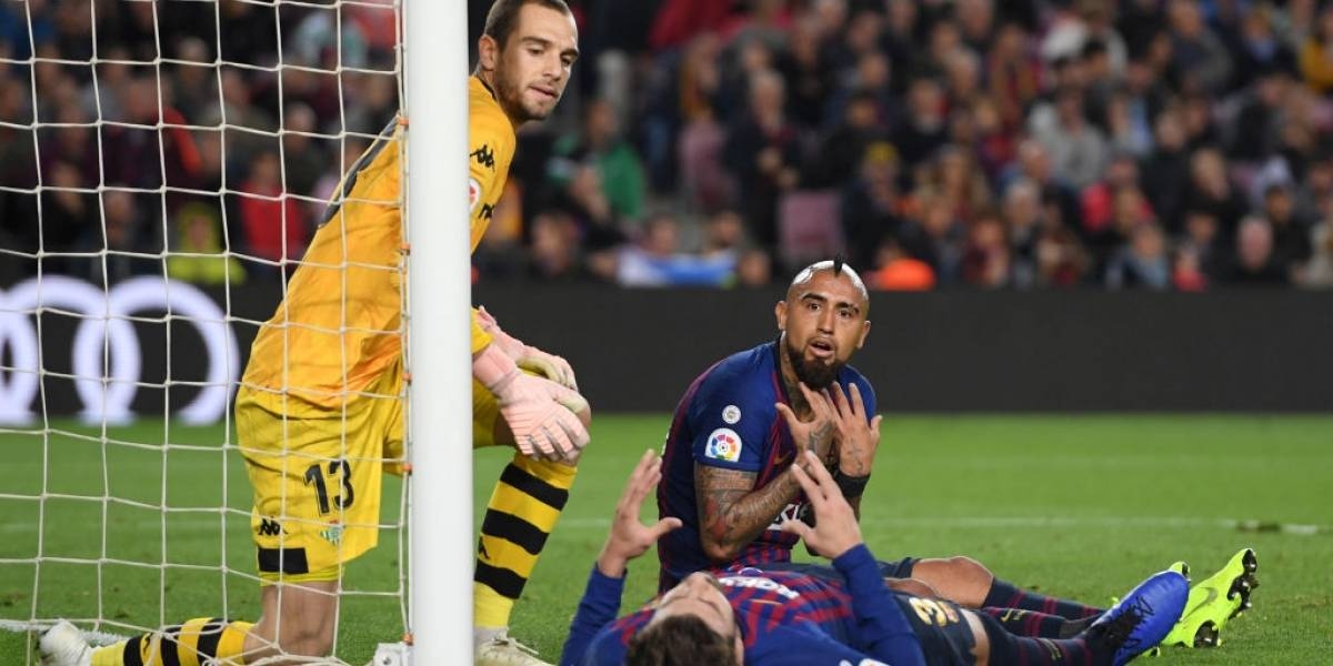 La tremenda actuación de Vidal no sirvió para evitar la caída de Barcelona ante Betis