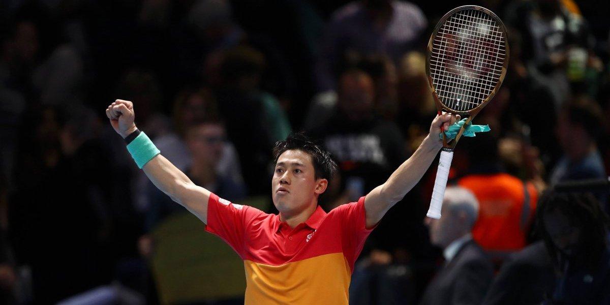 Kei Nishikori amargó el estreno de Roger Federer en el Masters de Londres