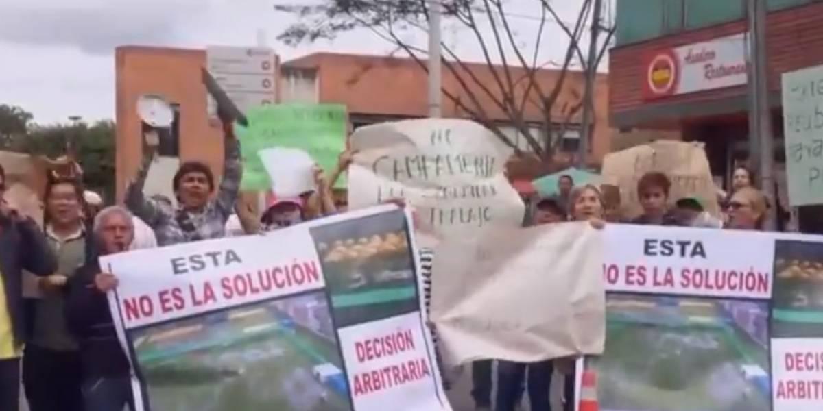 Protesta en Bogotá por traslado de venezolanos a campamento