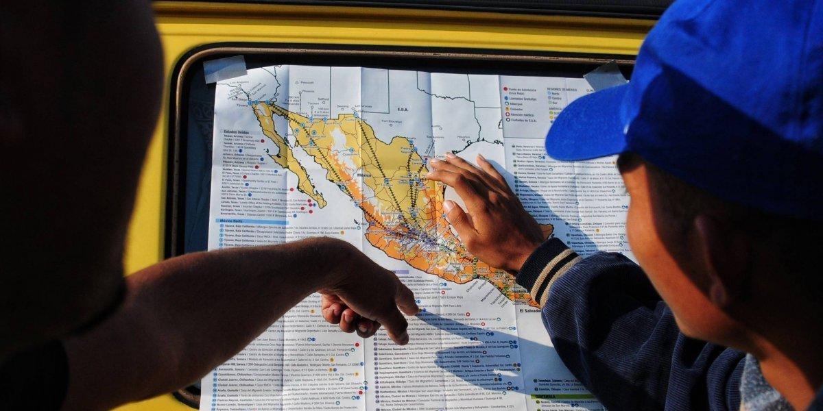 Llega contingente de migrantes LGBT a Tijuana
