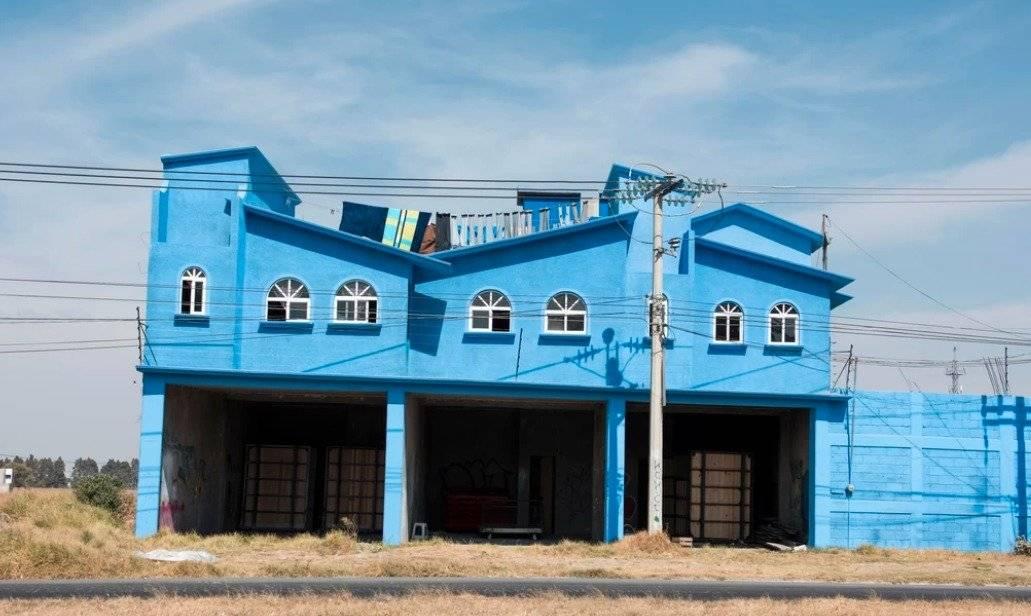 Casa azul cerca del Nevado de Toluca, Estado de México, México. Foto: Adam Wiseman