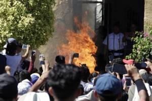 """Como as """"fake news"""" no WhatsApp levaram um povoado a linchar e queimar dois homens inocentes"""