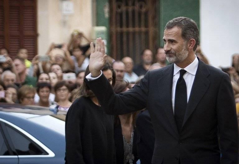 Rey Felipe VI saludando