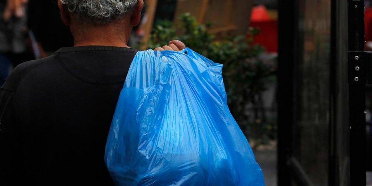 """""""No tenemos la culpa"""": empaque reclamó contra """"clientes odiosos"""" que se enojan por falta de bolsas plásticas y se ganó el apoyo de las redes sociales"""
