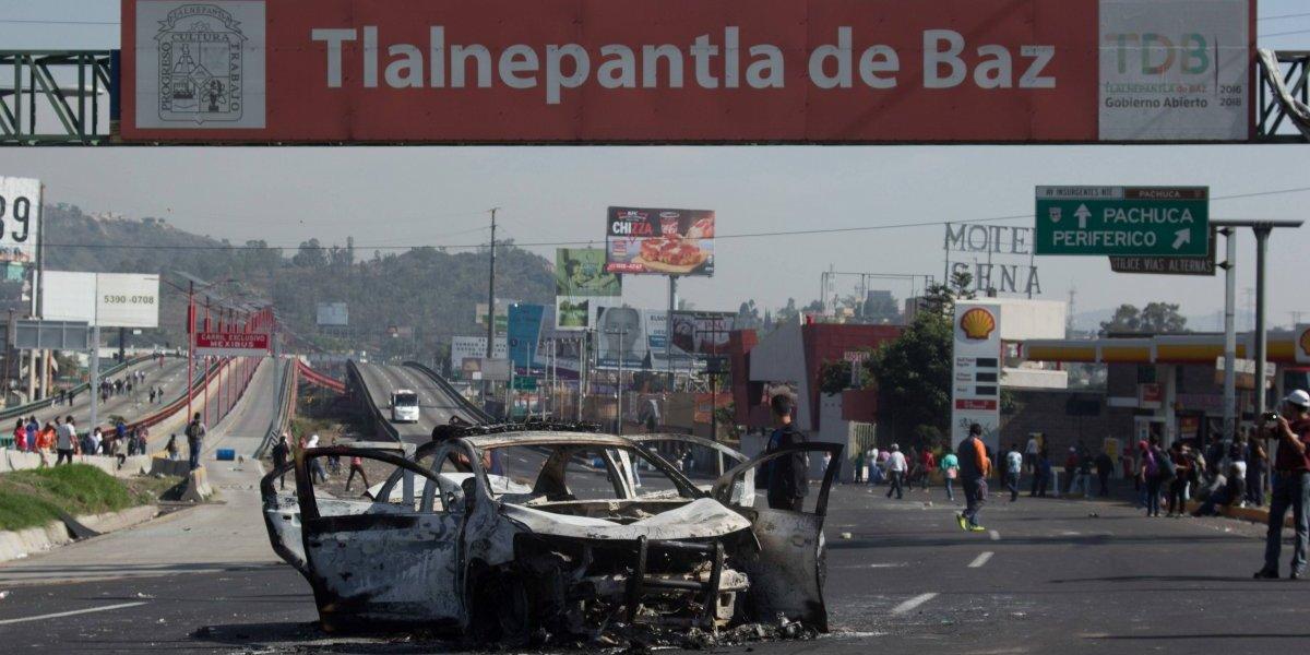 Incendian patrulla tras bloqueo en la autopista México-Pachuca