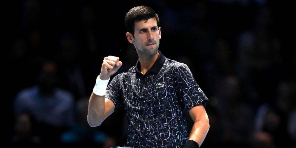 Djokovic estrenó su Nº1 con sólida victoria ante Isner en las Finales de la ATP