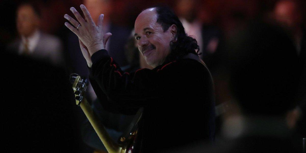 Carlos Santana extiende sus shows en México