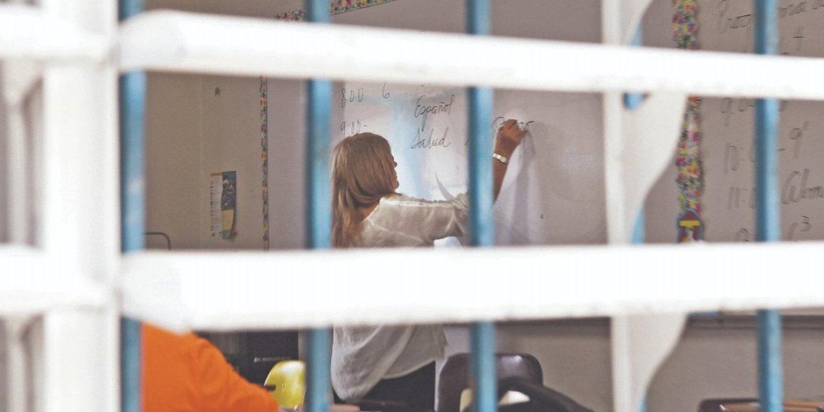 Más de 200 vacantes para maestros en Educación
