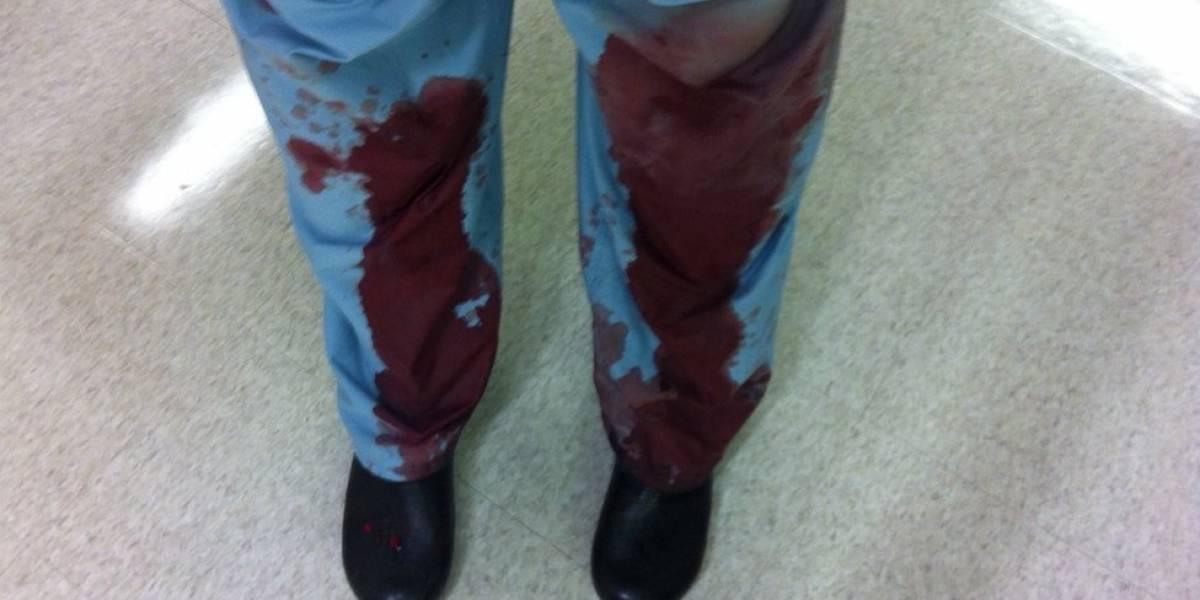 Médicos comparten fotografías bañados en sangre por esta impactante razón