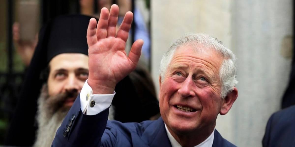 El Príncipe Carlos celebra 70 años con una foto histórica