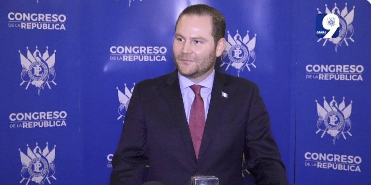 83 diputados votan por la reelección de Álvaro Arzú Escobar