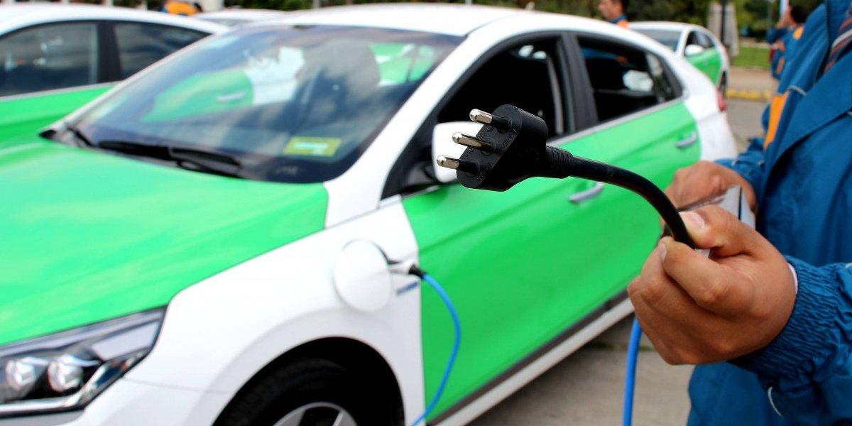 La odisea de la movilidad eléctrica ¿Por qué los chilenos no se deciden a cambiar la bencina por las baterías?