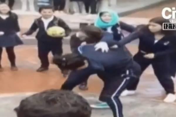 denuncian riñas entre estudiantes a las afueras de los colegios en Bogotá