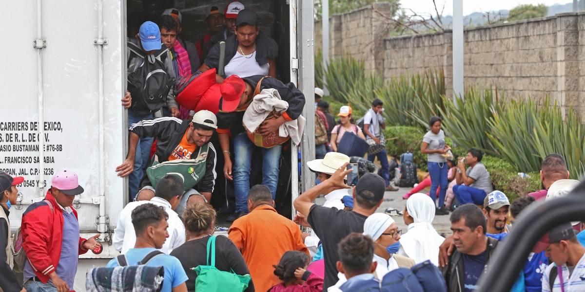 Al menos 350 migrantes más llegarán hoy a Tijuana