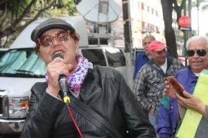 Cantan mañanitas a AMLO frente a la casa de transición