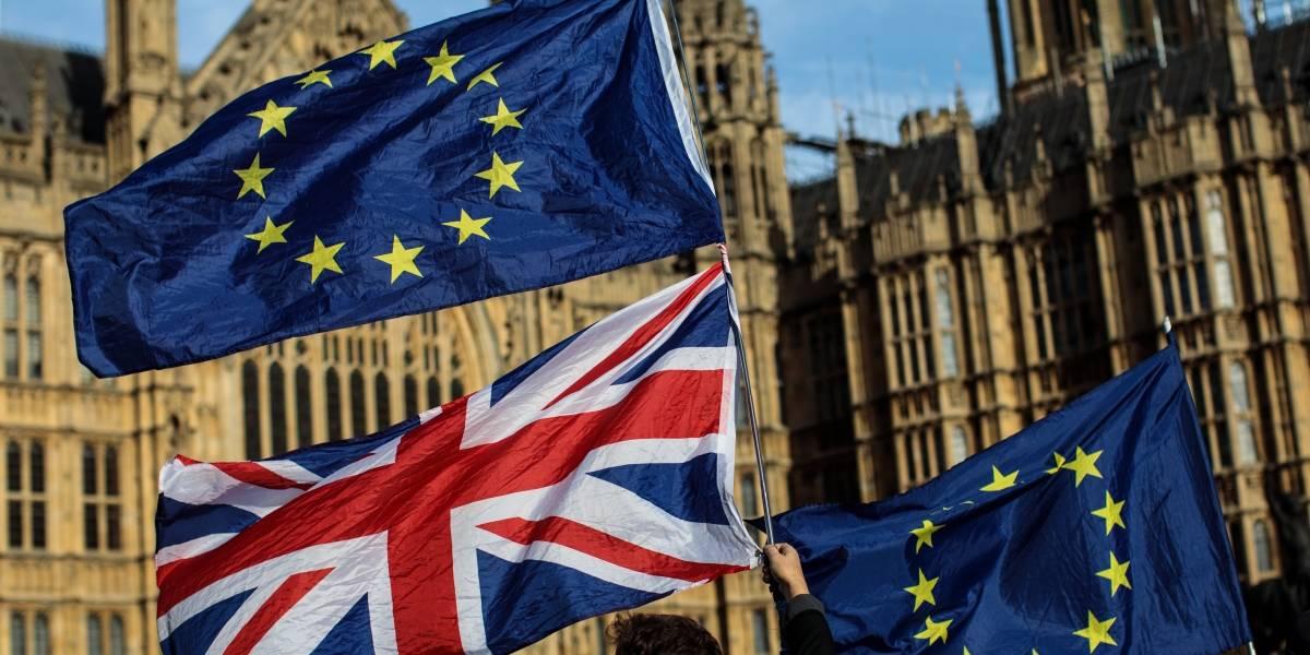 Luz verde: gobierno británico respalda proyecto de divorcio con la Unión Europea