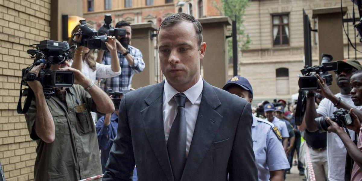 Pistorius sale de prisión prisión para asistir a funeral de su abuelo