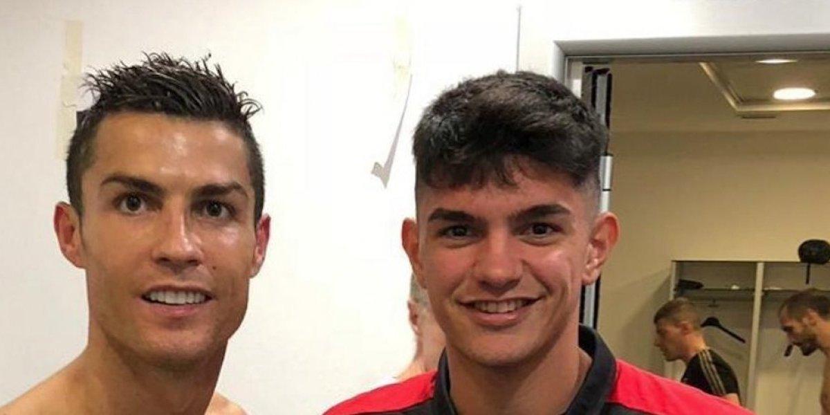 Se toma una foto con Cristiano y sin querer muestra desnudo de Chiellini