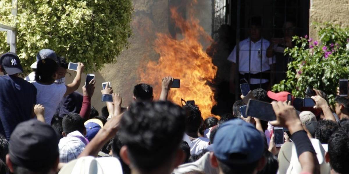 WhatsApp y Fake News: campesinos son acusados en falso y los queman vivos