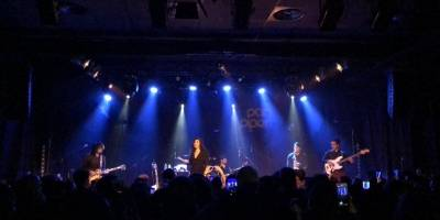 Así se viven los shows de Mon Laferte en Europa