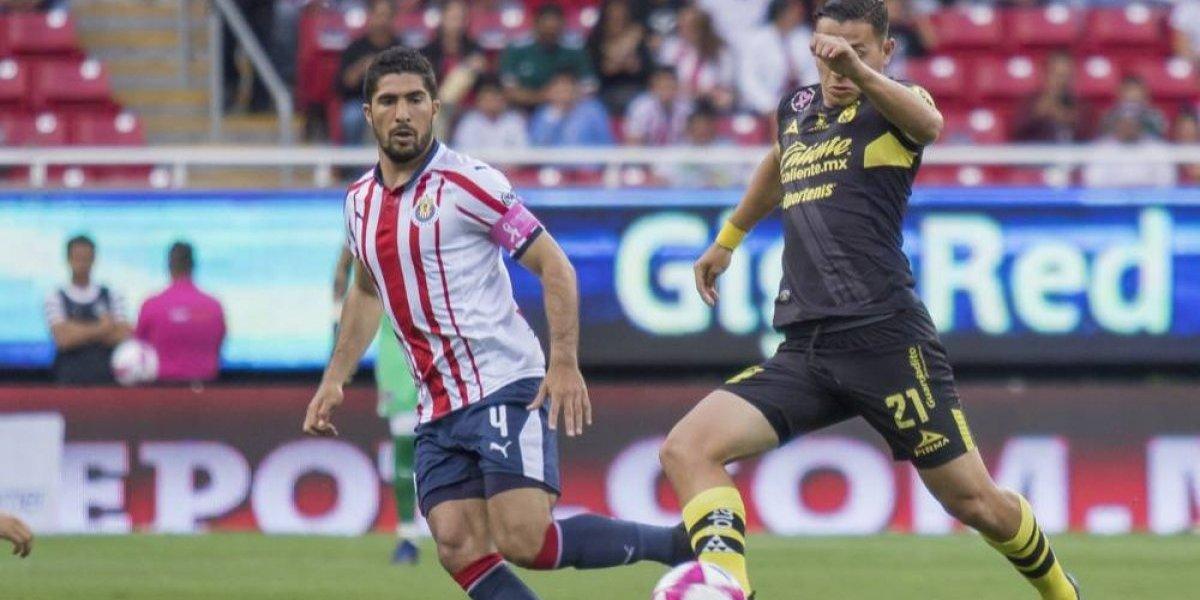 Chivas deja al defensor Jair Pereira en Guadalajara